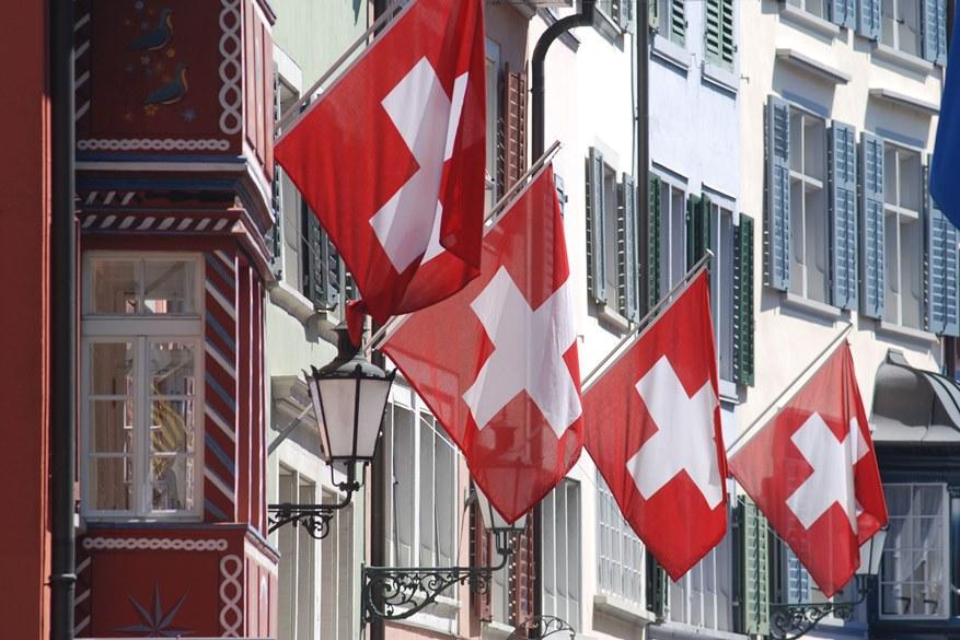 L'unica è rifugiarsi in Svizzera