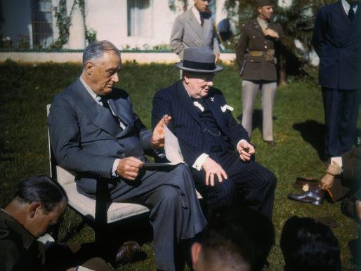 Franklin Delano Roosevelt e Winston Churchill prima e dopo Pearl Harbor
